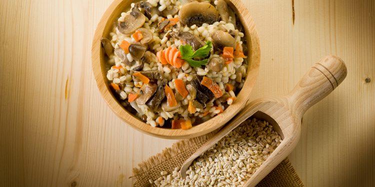 insalata di orzo carote funghi