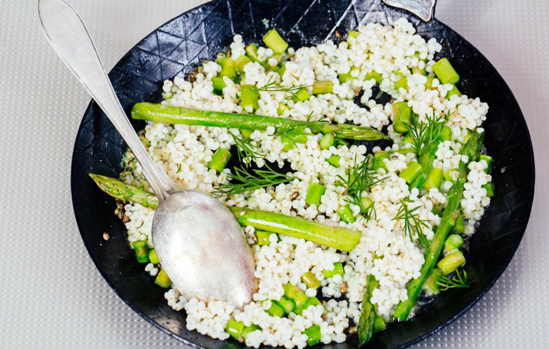 orzo agli asparagi: ricetta primaverile light e nutriente