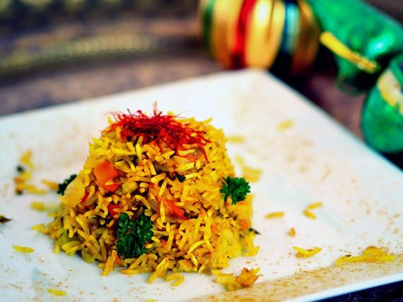 la ricetta per preparare il risotto al vapore con curcuma e verdure