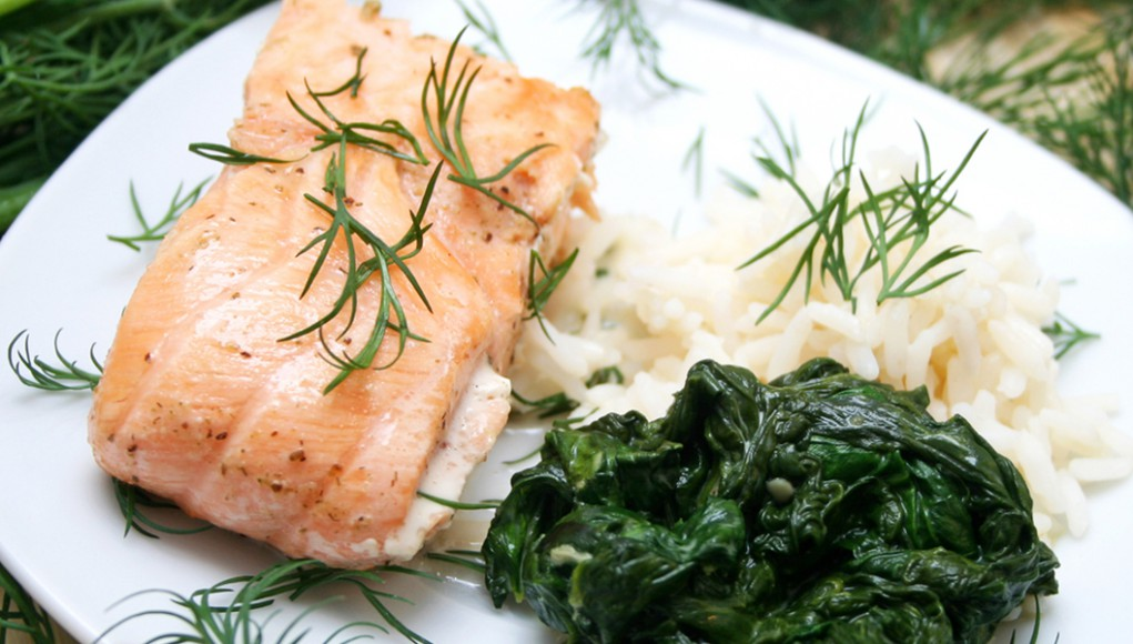 salmone al vapore con spinaci
