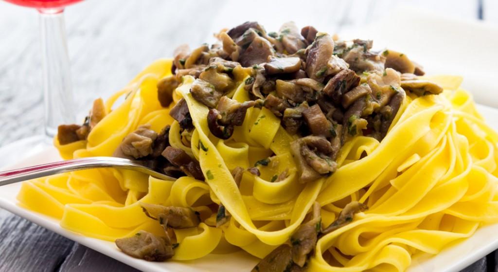 ricetta tagliatelle con crema di funghi porcini