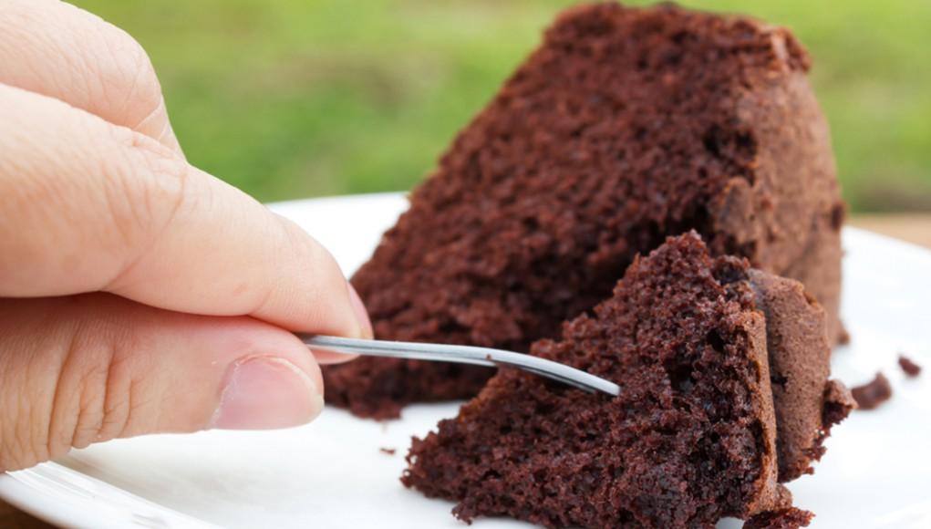 ricetta torta al cioccolato senza uova e latte