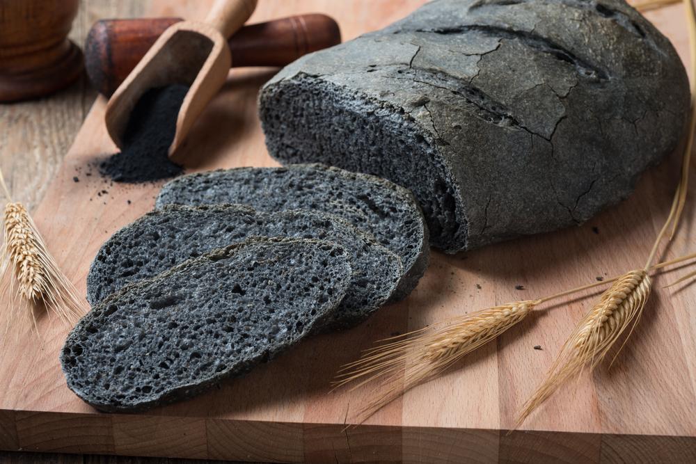 pane al carbone fa bene o male