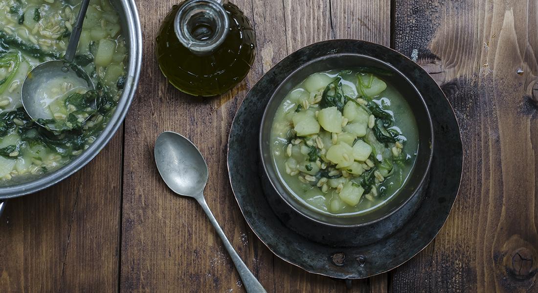 la ricetta della zuppa di patate, bietole e kamut