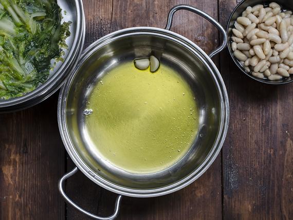 preparazione la zuppa di scarola e fagioli