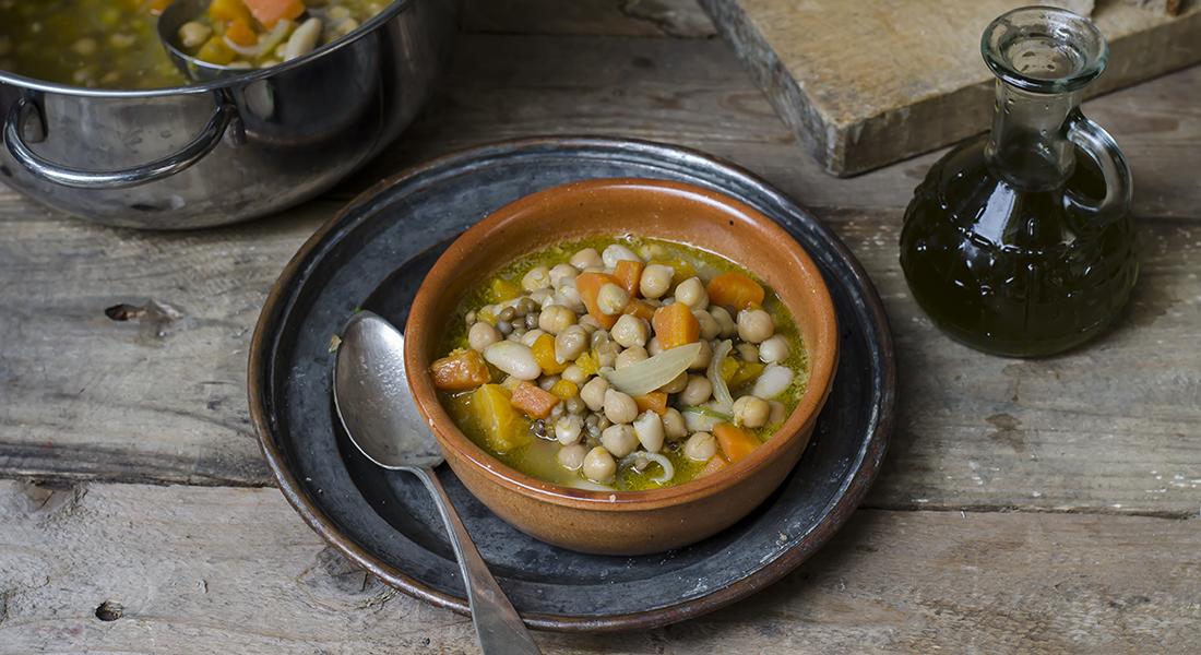 minestre e zuppe: zuppa di legumi, carote e zucca