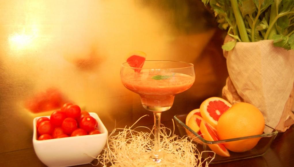 lo smoothie di pomodoro, pompelmo e sedano