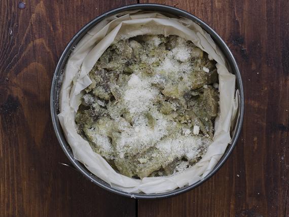 preparazione torta salata light ai carciofi