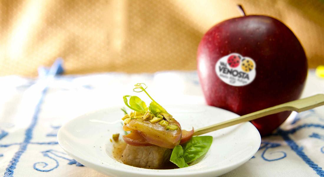 La ricetta del dado di vitello con mele Red Delicious Val Venosta e pistacchi da mangiare come antipasto