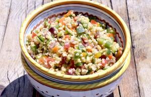 Insalata di insalata di bulgur ai profumi dell'orto