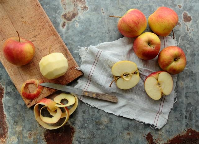 E' meglio mangiare la mela con la buccia