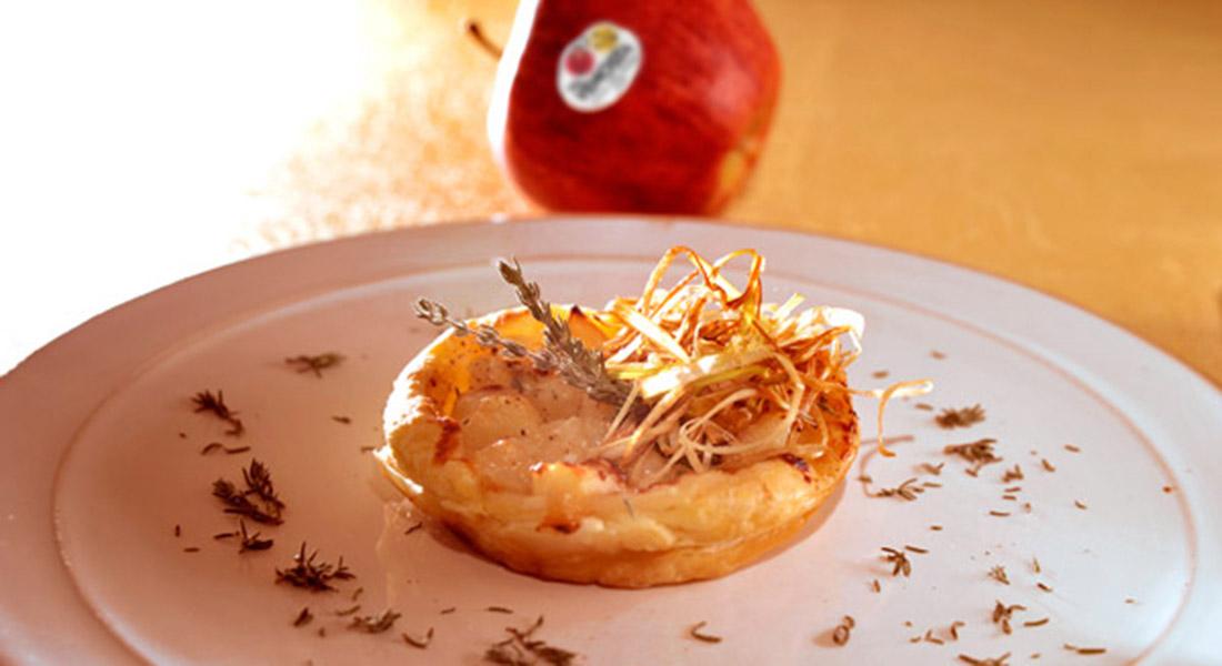 Mini quiche di mele Gala, gorgonzola e cipolle
