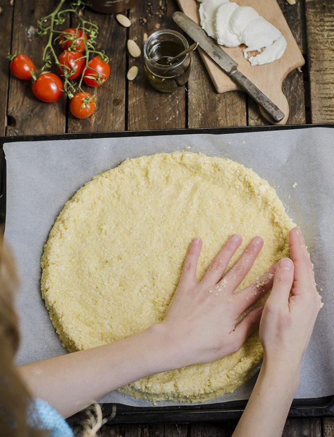 come preparare la base della pizza di cavolfiore