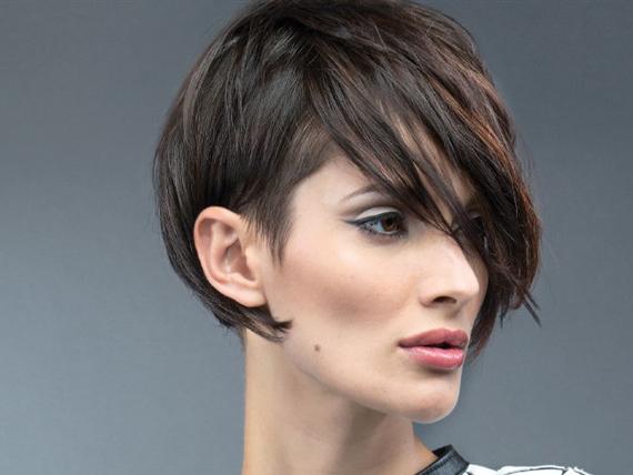 Tagli di capelli corti con frangia lunga