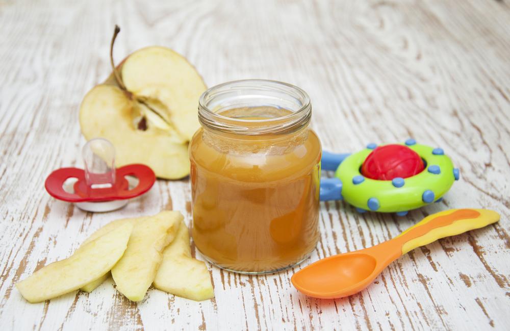 Omogeneizzato di mela per bambini fatto in casa