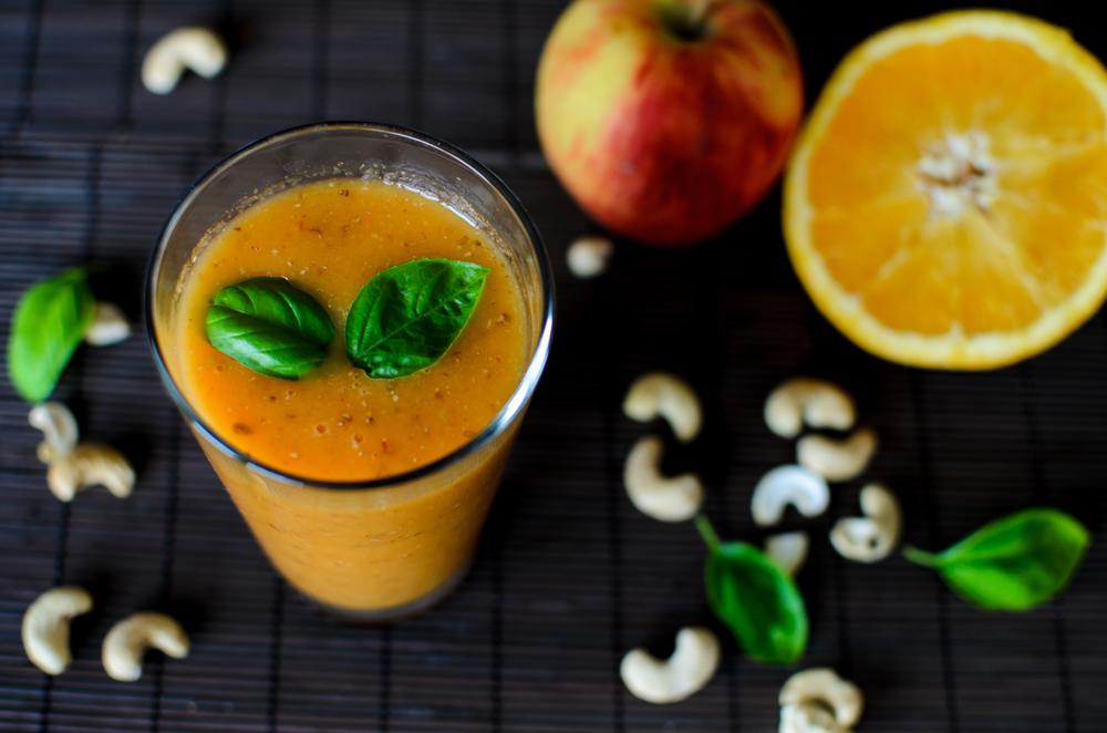 frullato di frutta con le mele