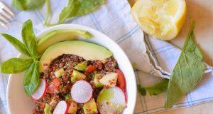 a ricetta per l'insalata di quinoa