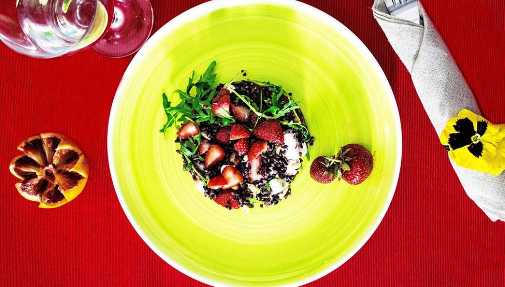 ricetta per celiaci riso venere con fragole e feta
