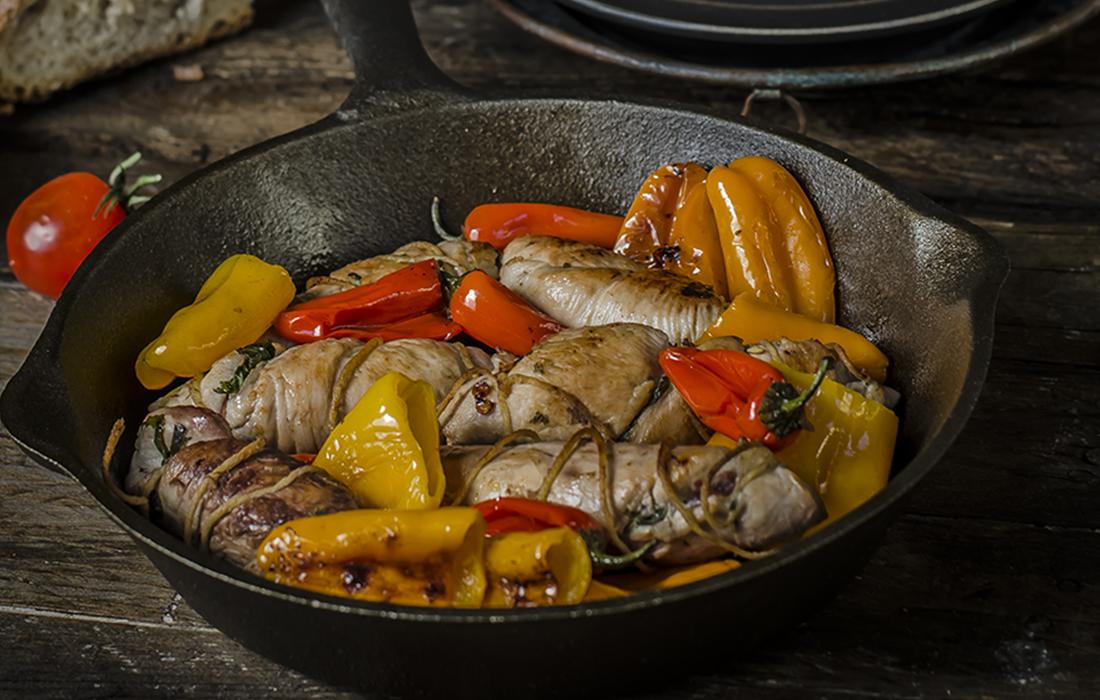 ricetta Involtini di pollo alla pancetta e scarola con peperoncini