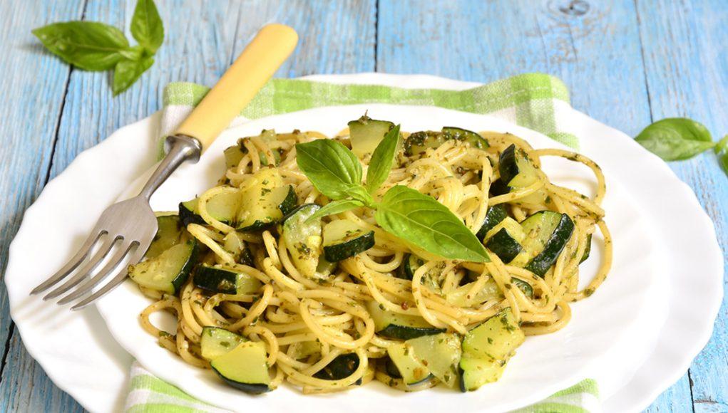 ricetta pasta al curry con zucchine