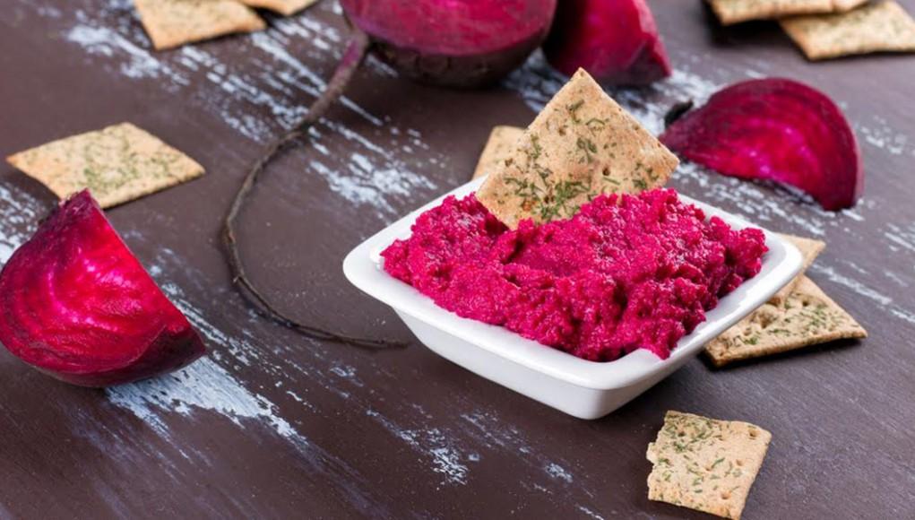 dieta per l'ìpertensione: ricette hummus barbabietola