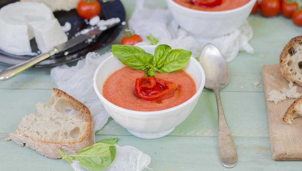 ricetta per caeiaci zuppa fredda di pomodori e peperoni