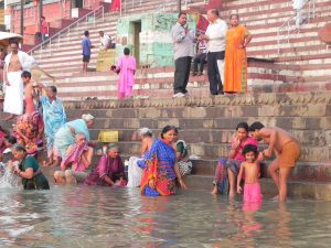 Bagni sul Gange a Varanasi