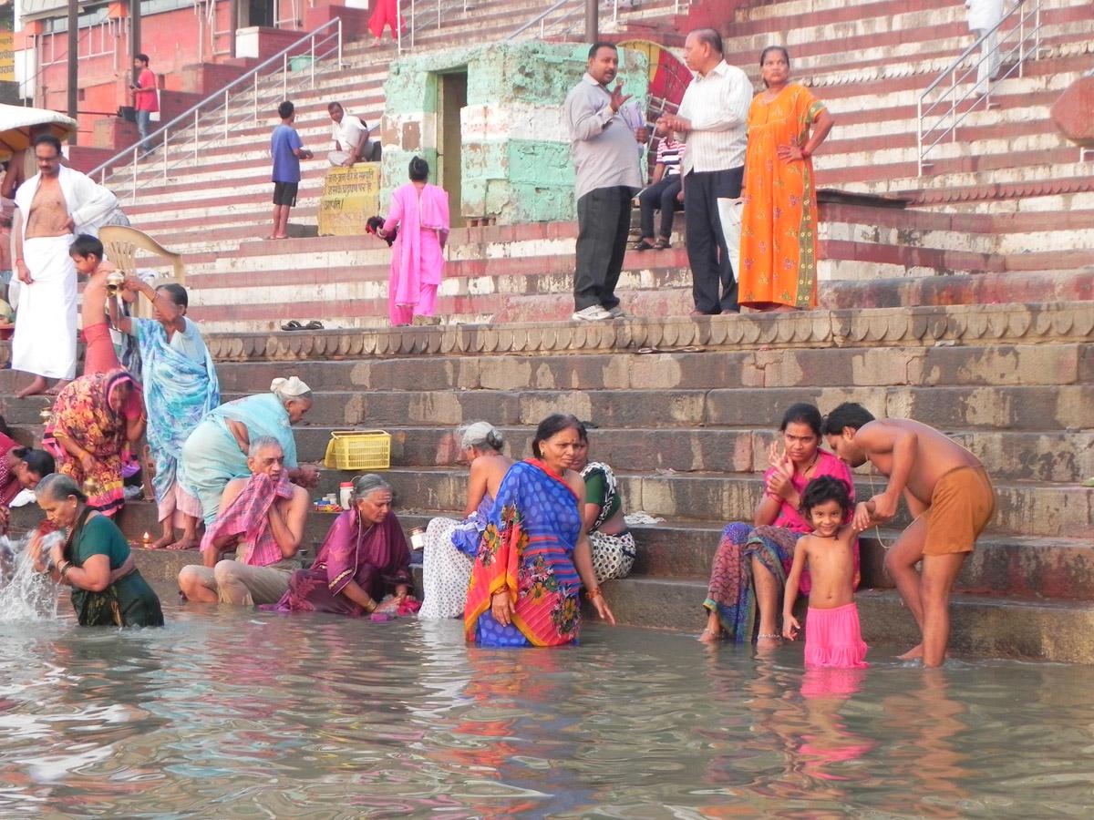 In india sulle tracce dell 39 impero moghul agra e varanasi - Bagno nel gange malattie ...