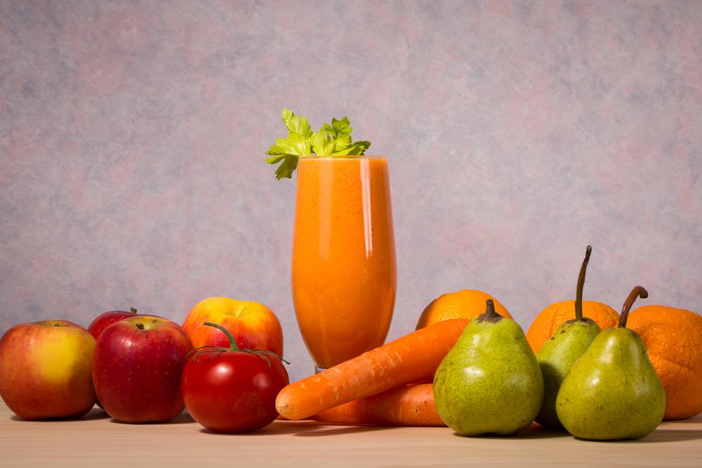 Come preparare un centrifugato di frutta e verdura di stagione