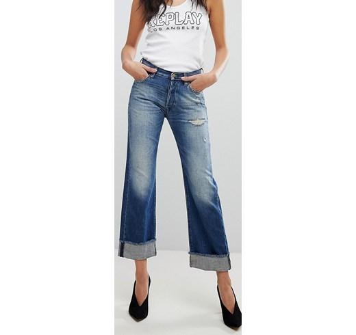 jeans con risvolto per sembrare più alta