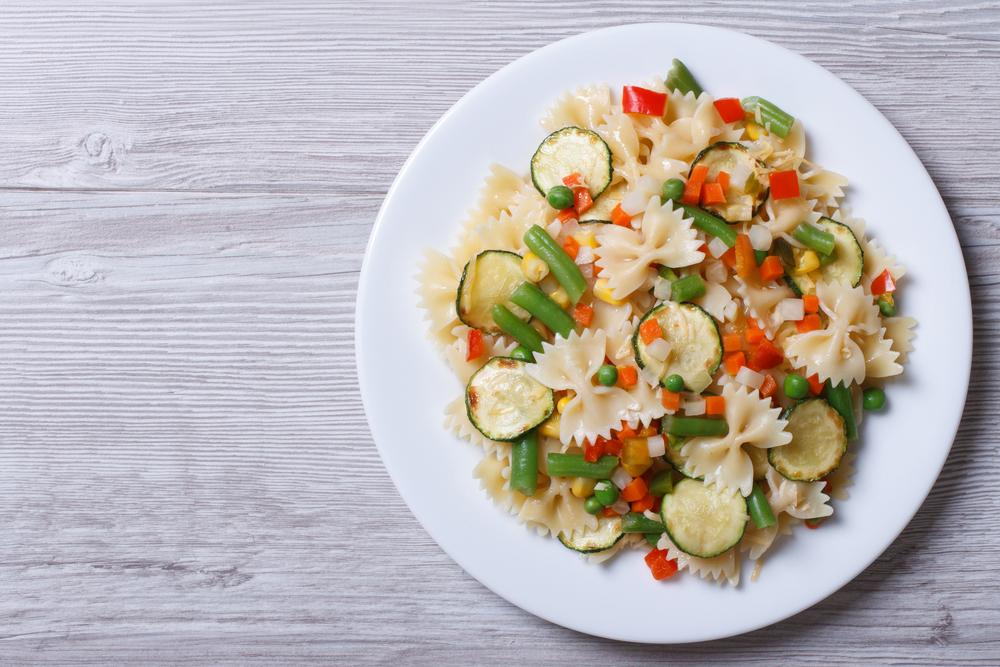 insalata di pasta con crudità e bottarga