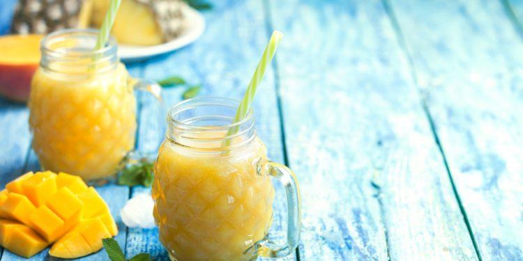 smoothie di ananas e zenzero per drenare