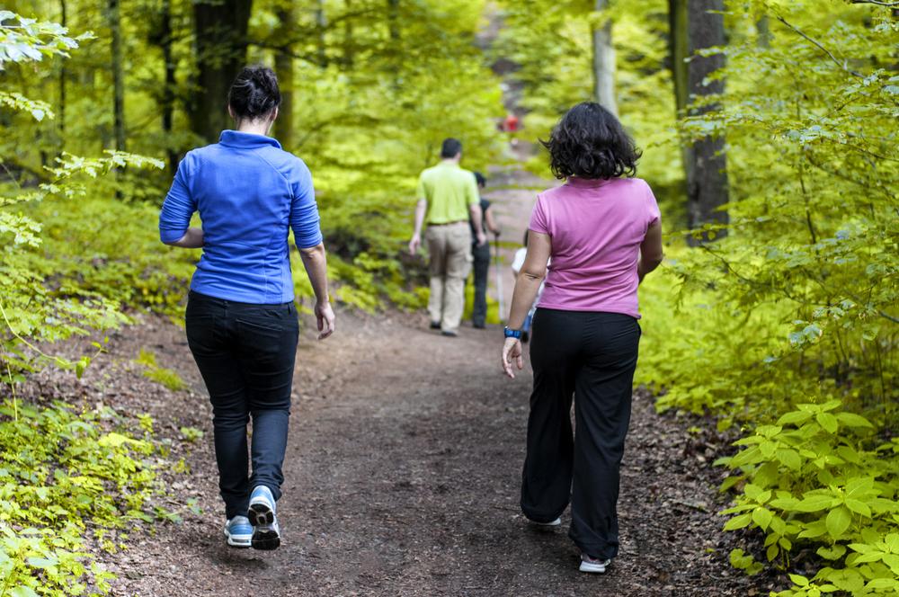 dimagrire camminando, coinvolgi i tuoi amici