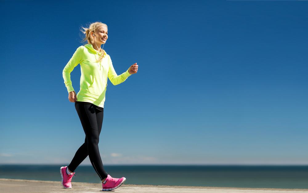 dimagrire camminando, usare le braccia per bruciare più calorie