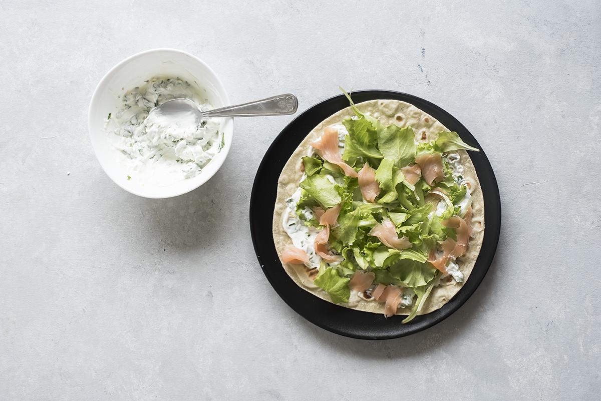 Piadina come farcirla con salmone, yogurt e rucola