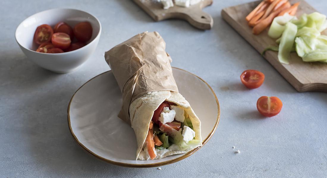 Ricetta piadina greca con feta, pomodori e salsa tzatziki