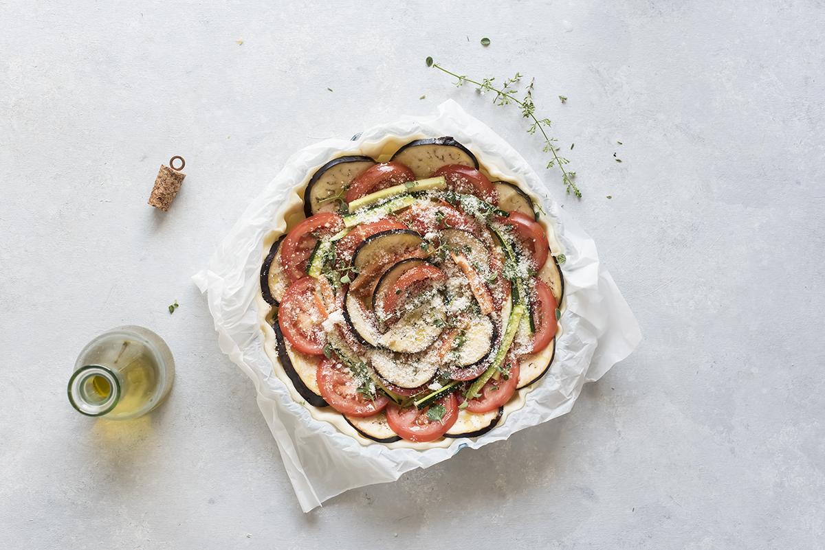 Completa la ricetta torta salata con una spolverata di parmigiano