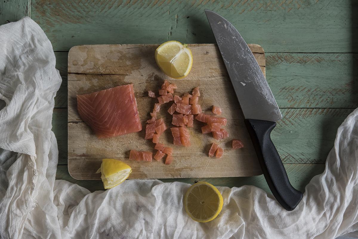 ricetta tartare di salmone con crema di avocado