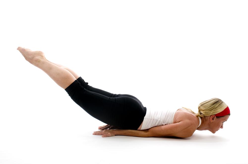 yoga, posizione locusta per una pancia piatta