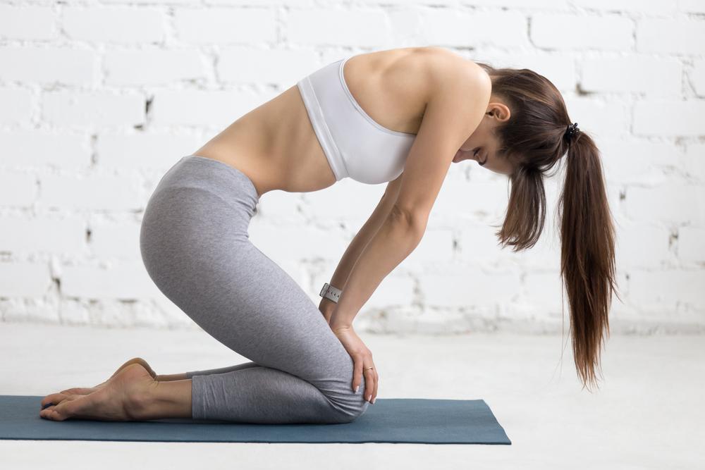 esercizio yoga contro il gonfiore addominale