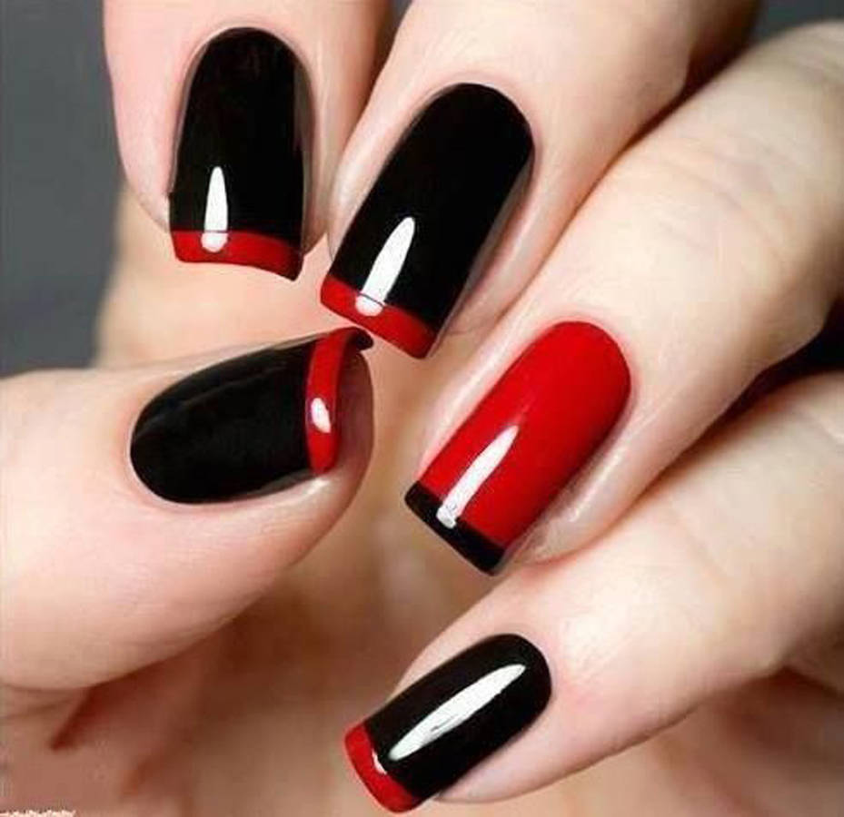 La nail art per Halloween in stile Crudelia Demon