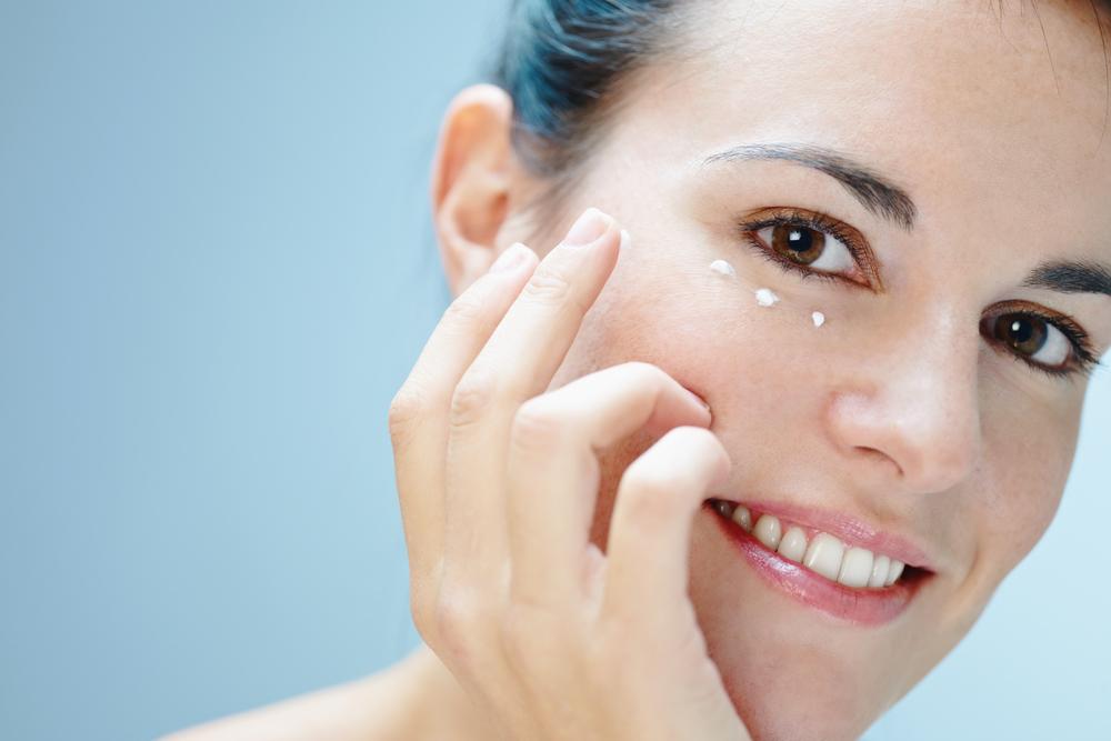 come eliminare le occhiaie, crema fai-da-te economica