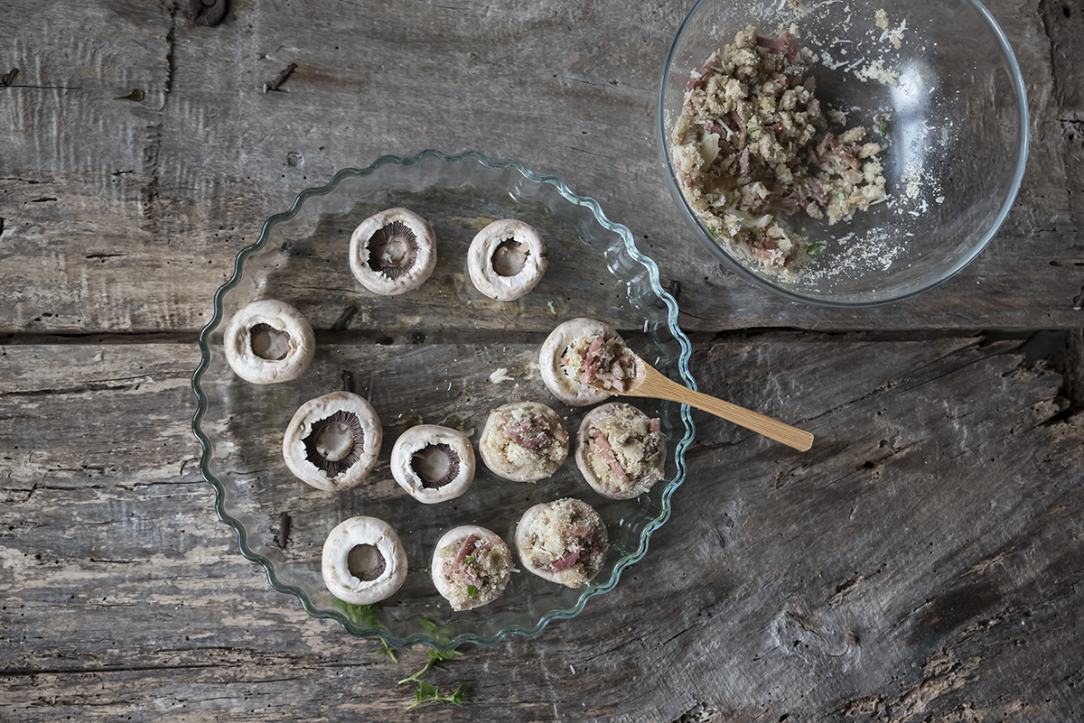 funghi ripieni di mollica