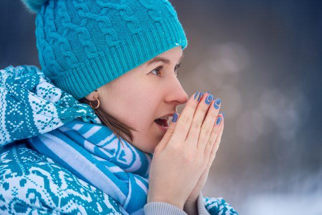 mani secche d'inverno, come prenderne cura con rimedi naturali