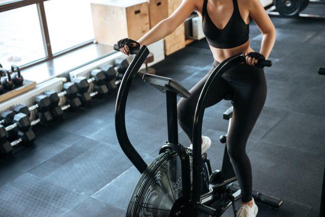 palestra in casa: la cyclette per bruciare grassi