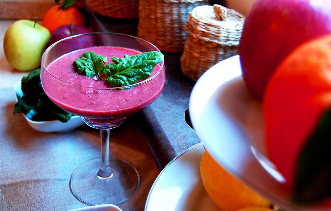 Smoothie vitaminico con frutta e verdura