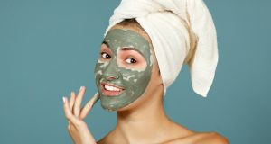 maschera all'argilla verde per il viso e per i capelli, benefici e ricetta fai-da-te