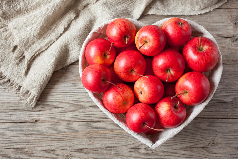 mele fresche con buccia alimenti ricchi di fibre