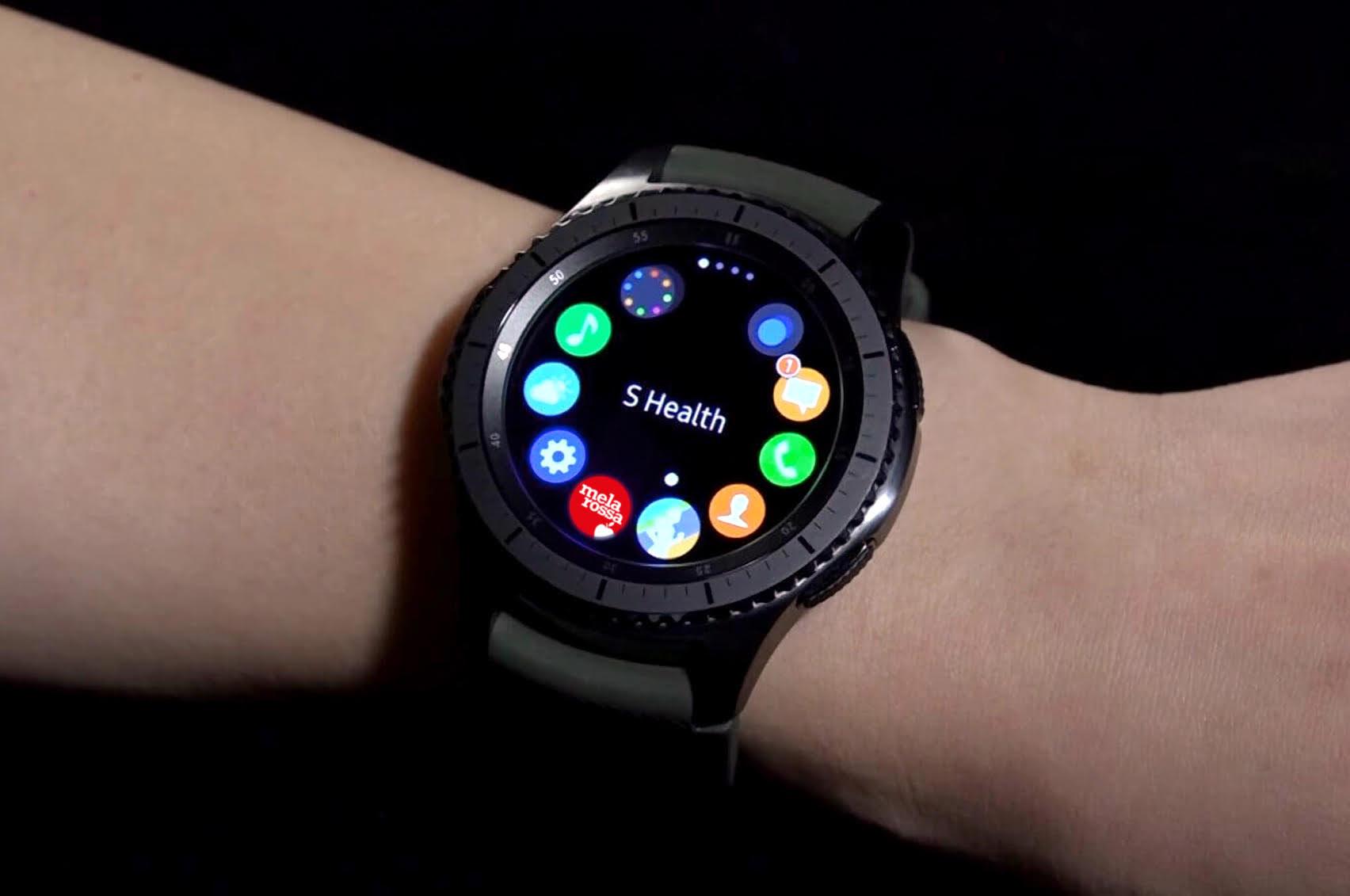 melarossa sull 39 orologio gear s3 samsung con un 39 app per
