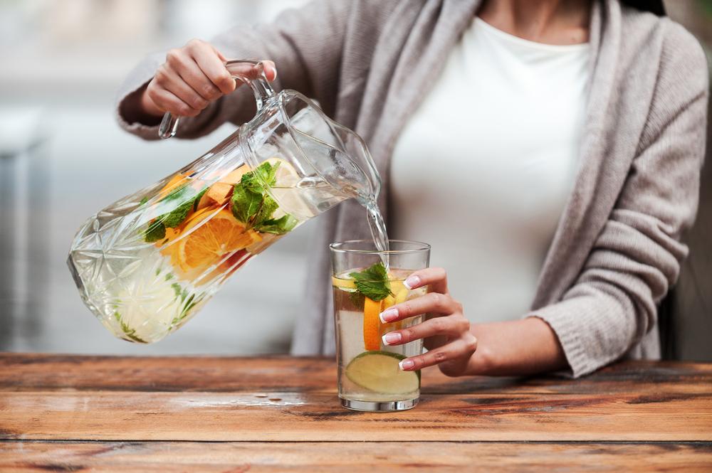 Come sgonfiare la pancia: bevi tanta acqua